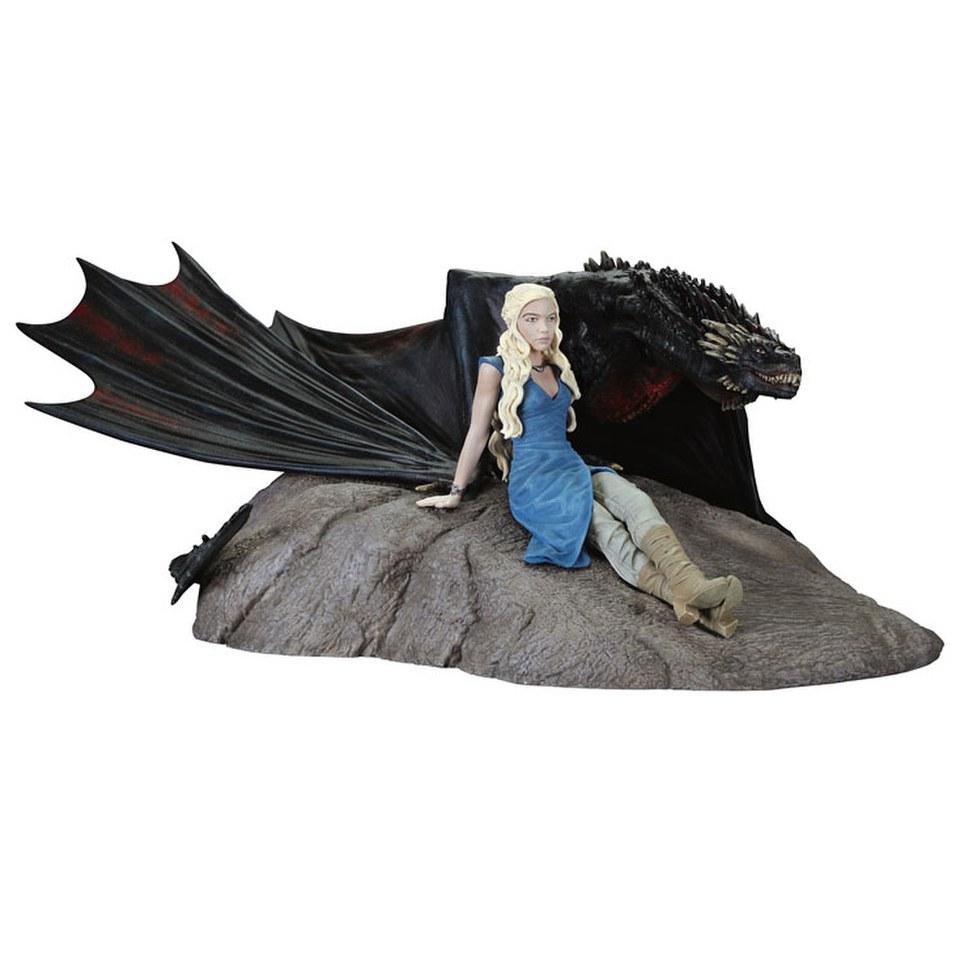 Dark Horse Game of Thrones Daenerys and Drogon Statue ...