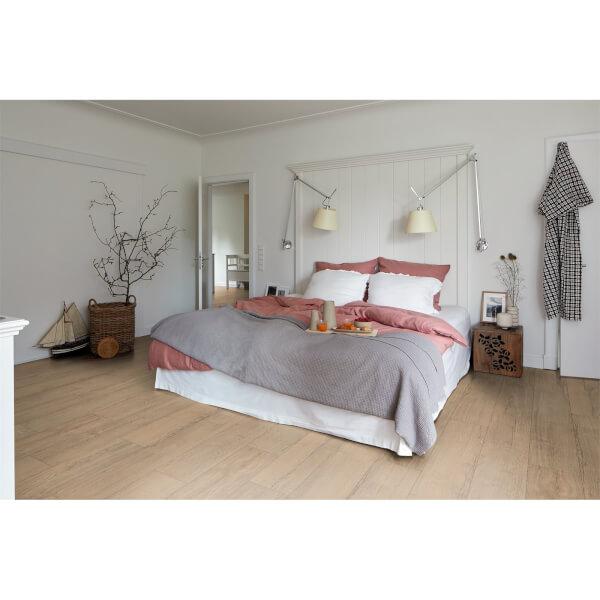 EGGER HOME Natural Elva Oak 8mm Laminate Flooring