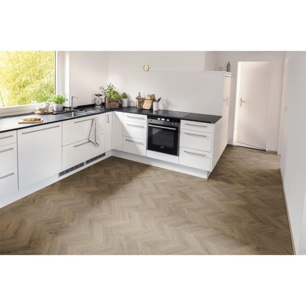 EGGER HOME Brown Weinburg Oak 8mm Laminate Flooring
