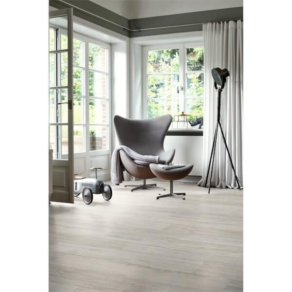 EGGER HOME Grey Elva Oak 10mm Laminate Flooring