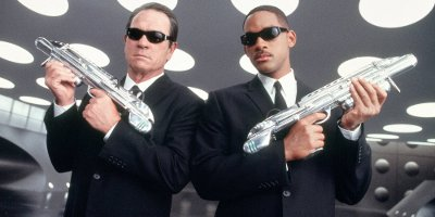 Tommy Lee Jones and Will Smith in Men in Black 2