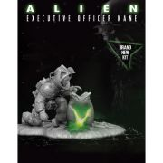 Polar Lights Alien Executive Officer Kane 1:9 Scale Statue