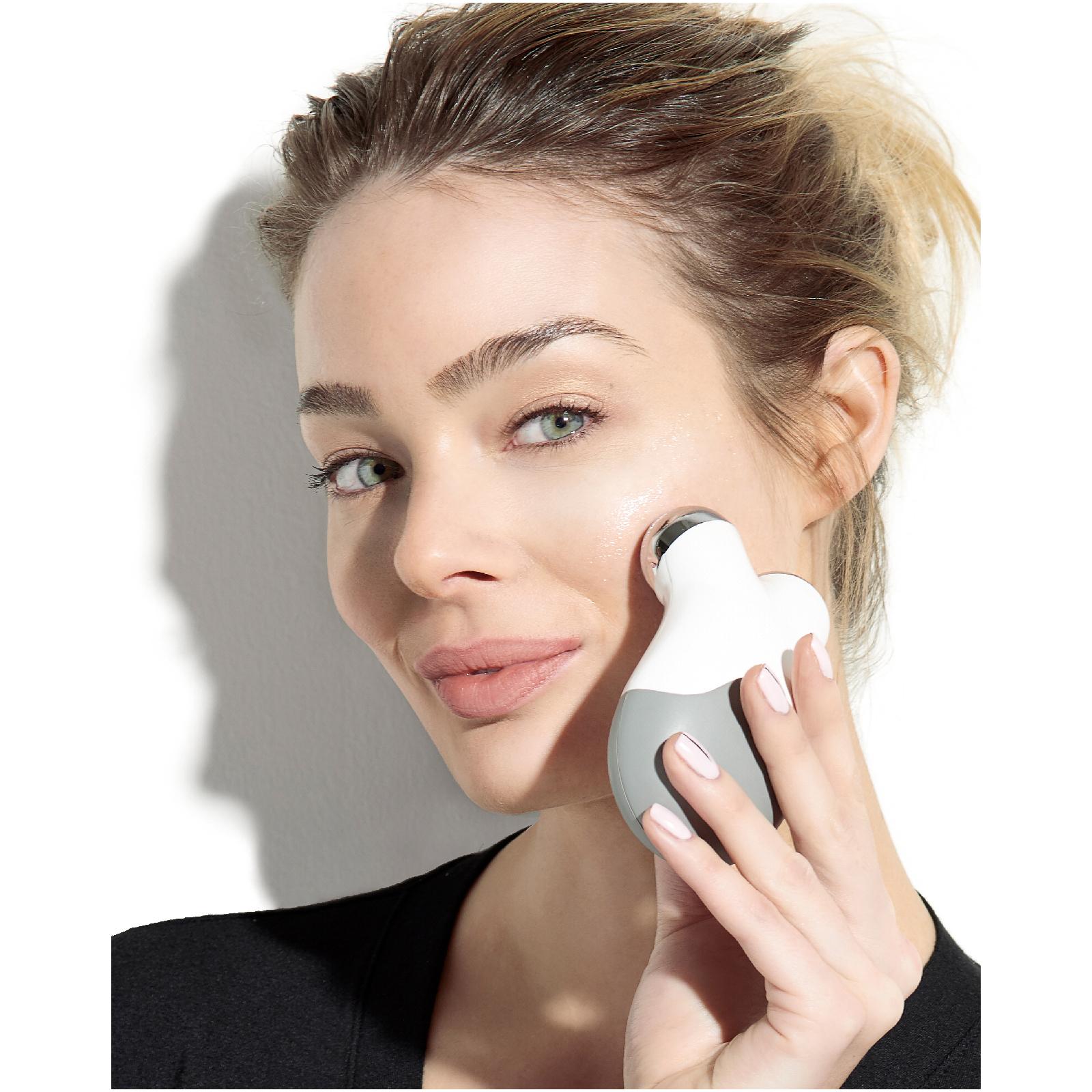 小编实测可感知电流,NuFACE Mini 手持微电流面部紧肤仪