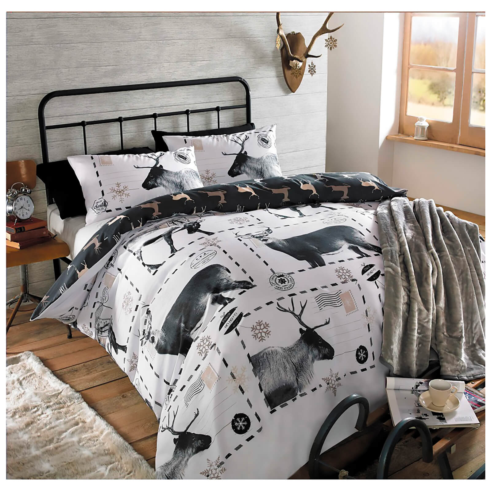 Dreamscene Reindeer Postcard Duvet Set - Black/White