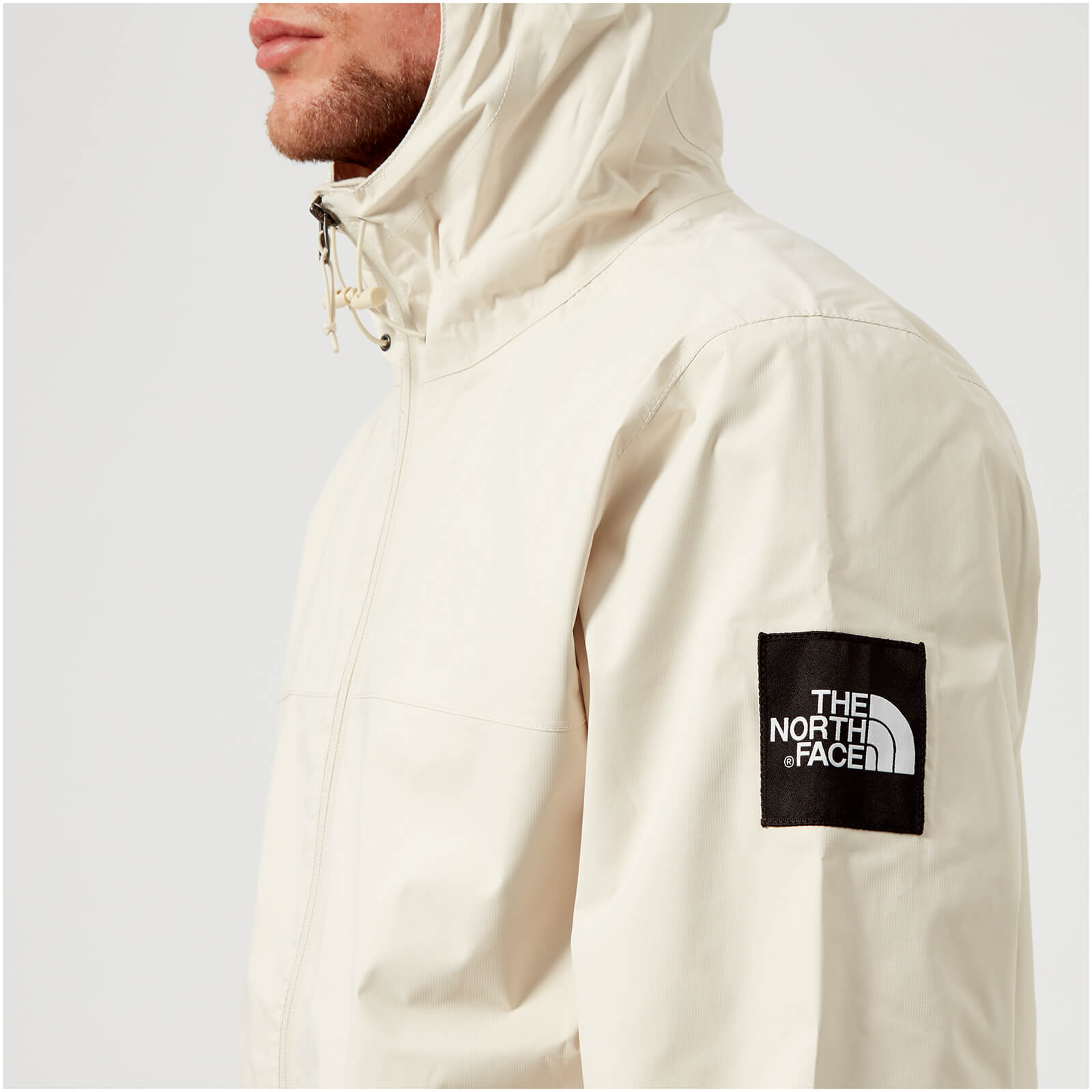 d3d2e9f37461 The North Face Men s Mountain Q Jacket - Vintage White - Free UK Delivery  over £50