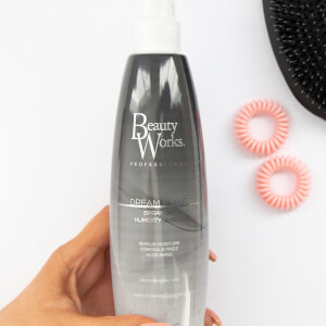 Beauty Works Dream Shine Spray On Humidity Shield spray do stylizacji włosów 300 ml
