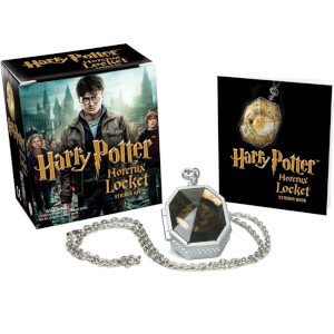 Harry Potter Set mit Horkrux-Medaillon Stickeralbum