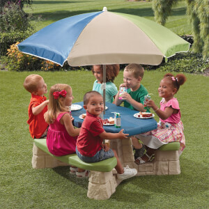 Step2 Naturally Playful Picnic Table & Umbrella