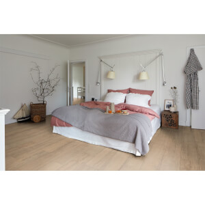 EGGER HOME Natural Elva Oak 8mm Laminate Flooring