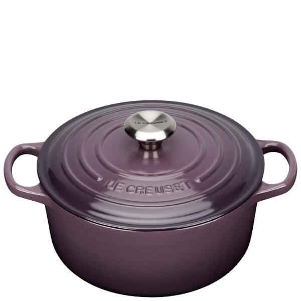 le creuset signature cast iron round casserole dish 24cm cassis free uk delivery over 50. Black Bedroom Furniture Sets. Home Design Ideas