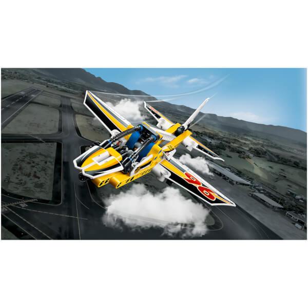 Lego technic l 39 avion de chasse acrobatique 42044 toys - Avion de chasse en lego ...