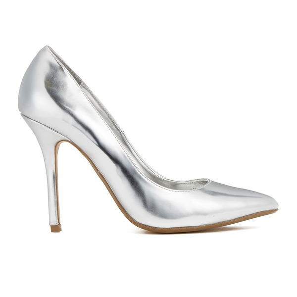Shop wide fit heels here at Yours Clothing in E and EEE fits. From high sandals to court shoes, browse day-to-evening styles in UK sizes 4 to