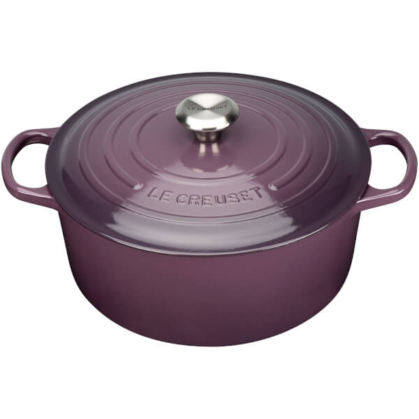 le creuset signature cast iron round casserole dish 28cm cassis iwoot. Black Bedroom Furniture Sets. Home Design Ideas
