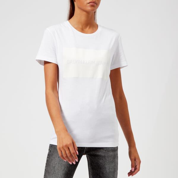 Calvin Klein Jeans Women s Institutional Satin Box Logo T-Shirt - Bright  White  Image 8631c589ca
