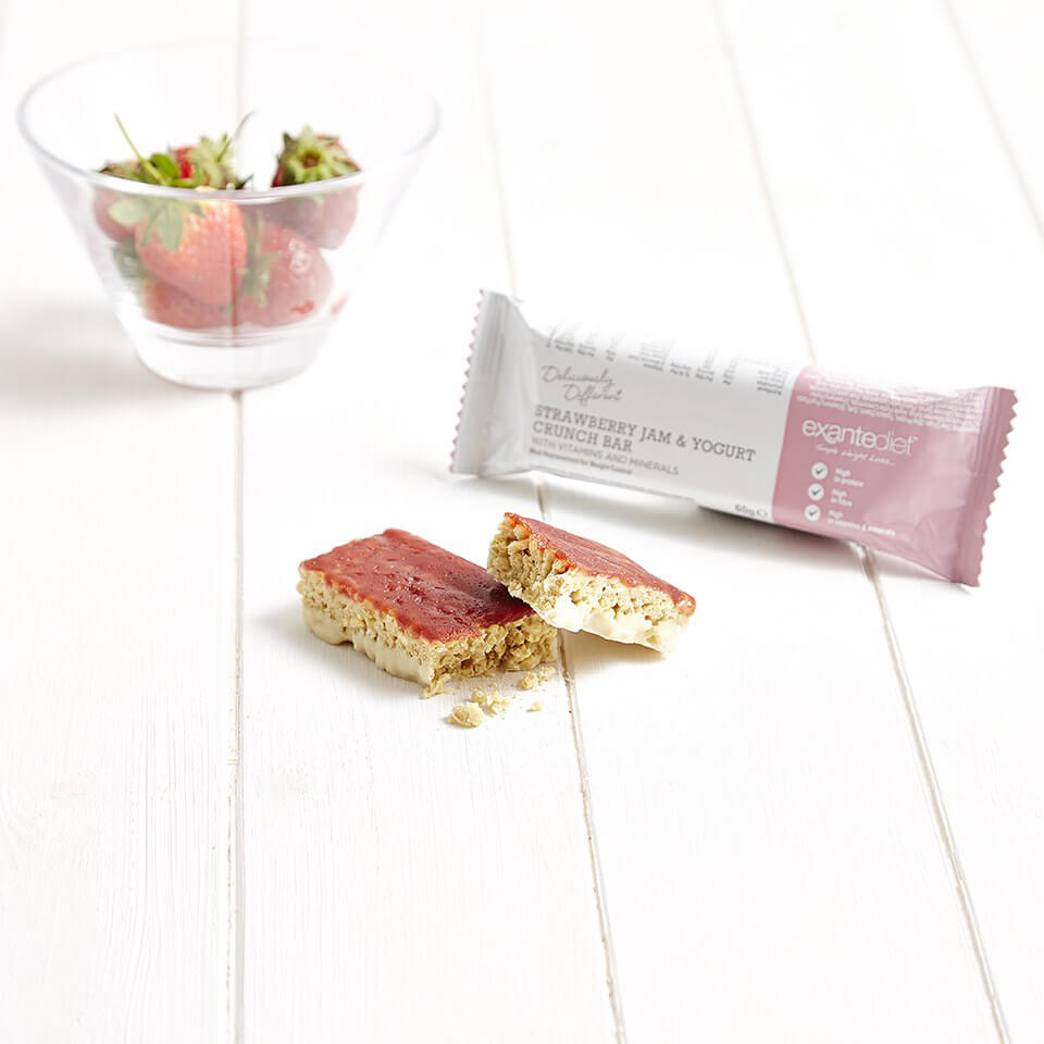 Meal Replacement Strawberry Jam and Yogurt Crunch Bar