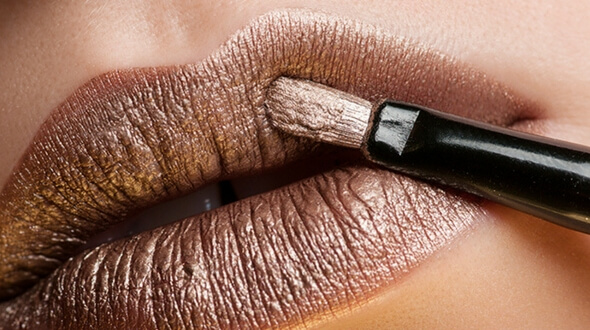 HOW TO CREATE THE PERFECT WINTER LIP