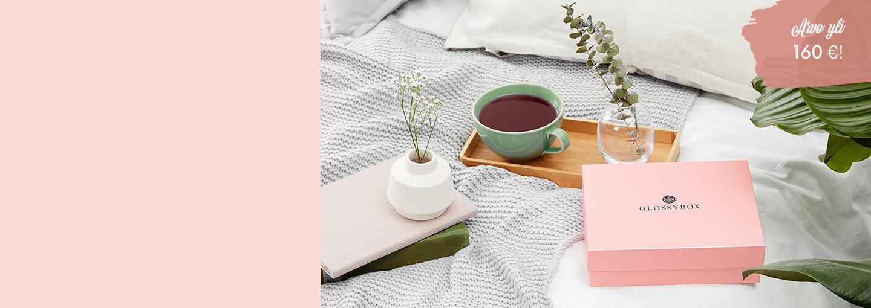 Vihdoin uusi glossy-vuosi on täällä! Aloita 2020 uudella kauneusrutiinilla ja anna iholle kosteutta ja ihanaa hehkua! Varaa kalenterista aikaa koti spa-hetkeen ja hemmottele itseäsi virkistävällä ihonhoidolla. Tammikuun boksi Beauty Sleep & Refresh arvo on jo 160 €!  ✨