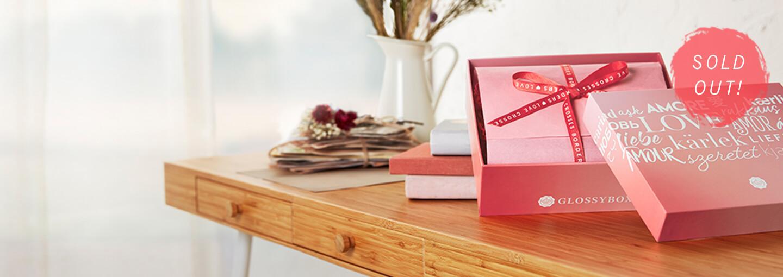 Wow! Helmikuun erikoiskuvitettu boksi on LOPPUUNMYYTY!!  Voit edelleen liittyä tilaajaksi ja saat ensimmäisenä boksinasi ikonisen roosan boksin, johon olemme valikoineet 5 Glossy-suosikkia! <br><br>Tilaa nyt ja saat lisäksi 30 % alennuksen! Katso lisää alta! ❤️
