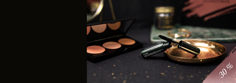 I GLOSSYBOX sammetsmatta, specialdesignade box hittar du ett ultimat beautykit med en lyxig bronzer, highlighter och brush. Looken toppas med ett par dramatiskt svepande fransar á la Cliniques hyllade bästsäljare… Upptäck decemberboxen till 30 % rabatt!