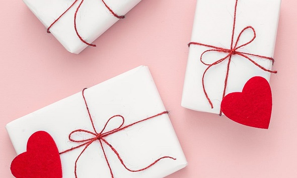 <b>THE BEST VALENTINE'S DAY GIFTS FOR HER</b>