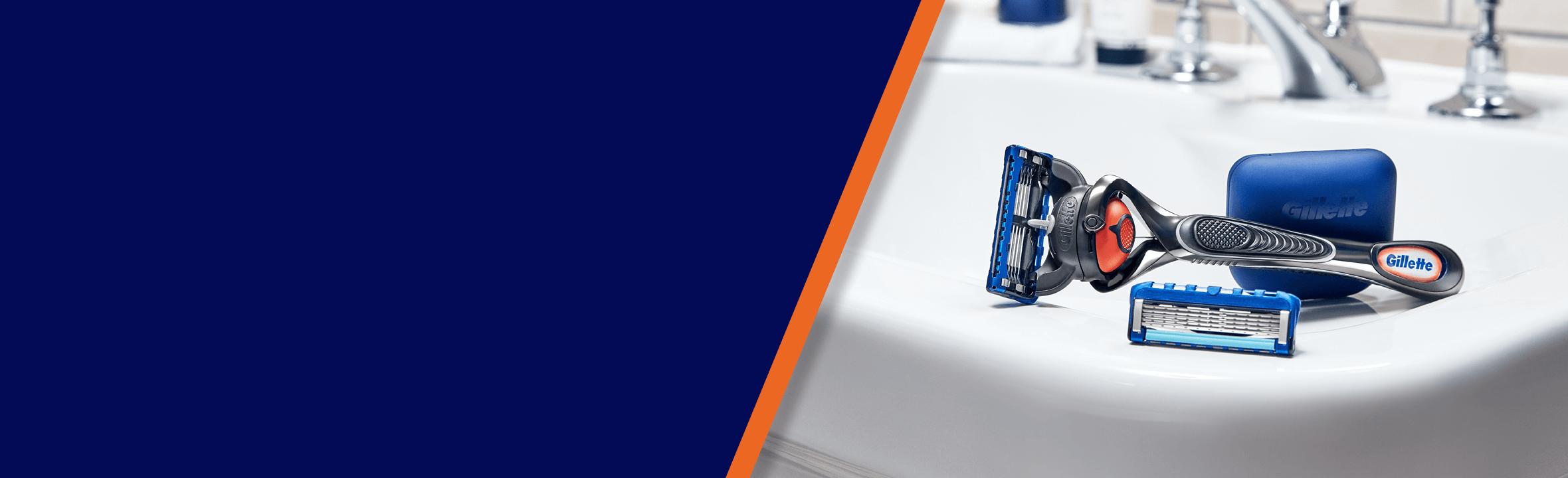 Gillette Fusion Proglide Flex ball razor with pivoting razor head and extra cartridge