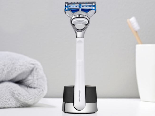 Explore Gillette's range of shaving kits to find the perfect grooming gift.