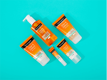 Clear & Defend. Powered by salicylic acid, Clear & Defend purifies, cleanses and unclogs pores to reduce appearance of spots and prevent future breakouts.