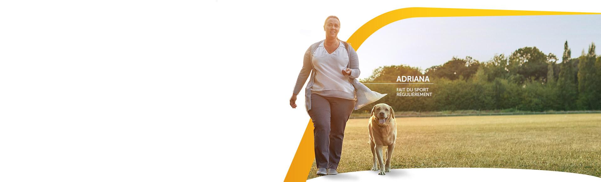 Image d'une femme qui fait de l'exercice régulièrement avec son chien