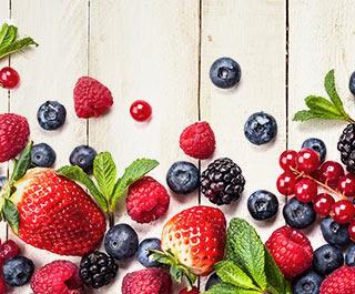 fruit aardbeien bosbessen frambozen als onderdeel van een gezonde voeding plan