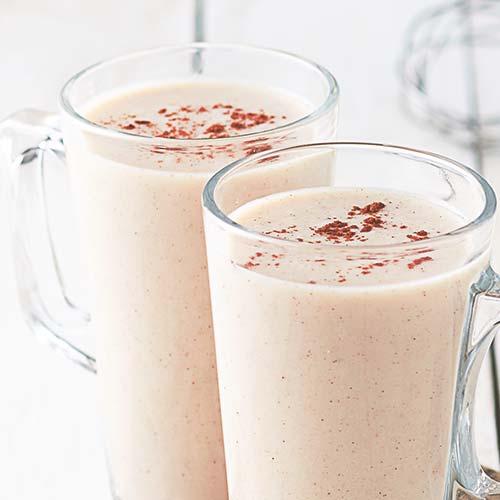 Gezonde fitness schudt in latte glazen