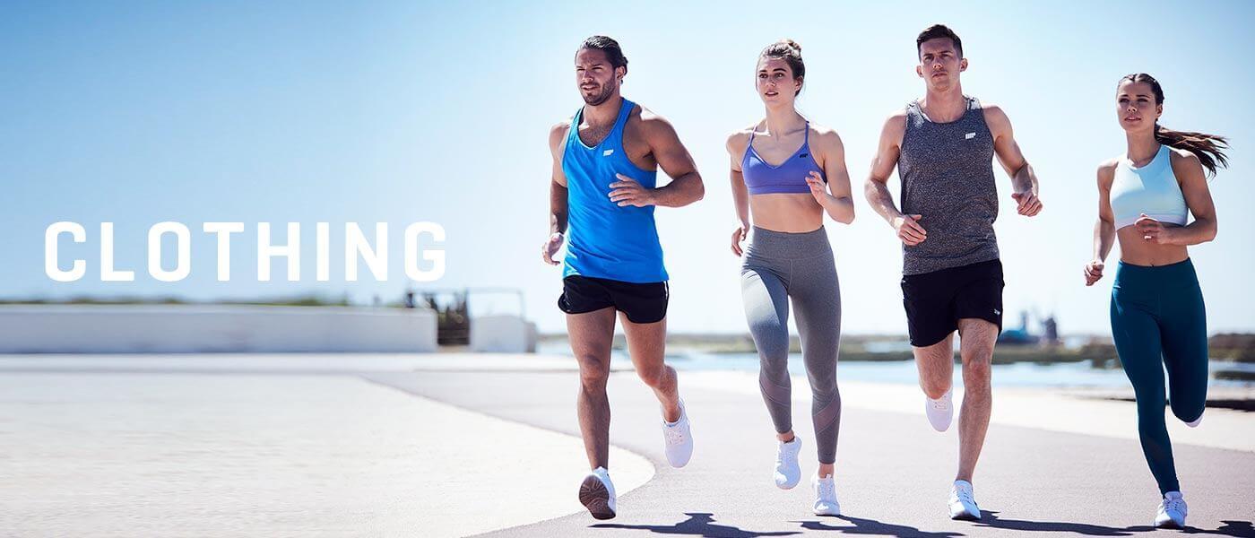 Fitness modellen uitgevoerd buiten in de myprotein sportprestaties kleding
