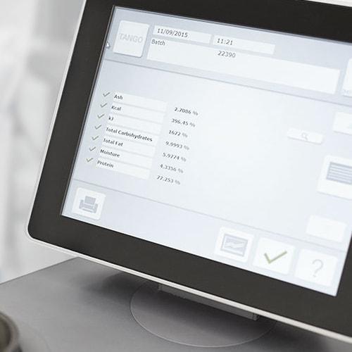 Computer screen showing kwaliteit testresultaten voor myprotein producten