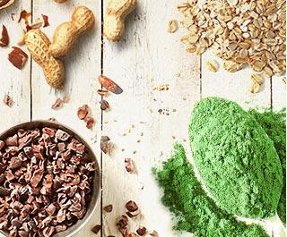 Myprotein superfoods spænder herunder cacao nibs, grønne pulvere, nødder og havre