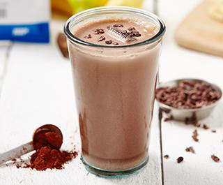 Chokolade og rødt pulver fitness ryste