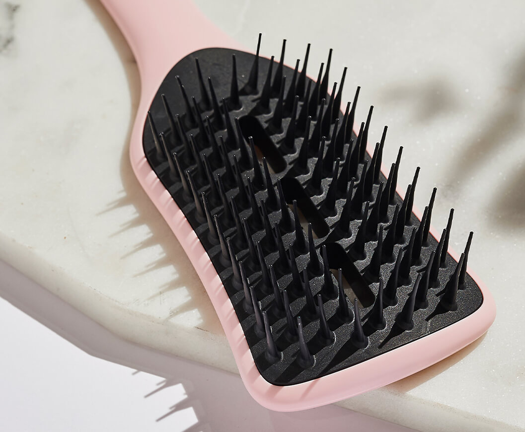De-tangle and smoothen your hair without damage with Tangle Teezer