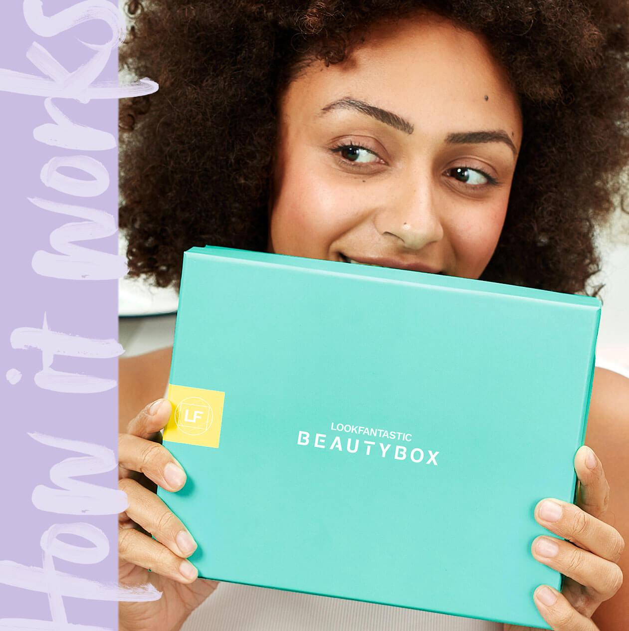 Lue lisää alhaalta miten <b>lookfantastic Beauty Boximme</b> toimii. <br><br> Tutustu boxiin, joka sisältää kuukausittain <b>6 vaihtuvaa kauneustuotetta</b> ja yllättäen sinut joka kerta. Pääset tutustumaan esittelemiimme kosmetiikkabrändeihin.