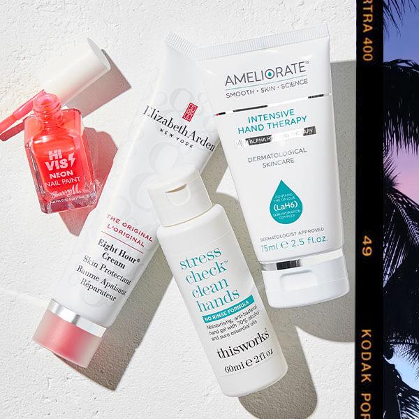 Non trascurare la cura delle mani con i nostri prodotti essenziali come le creme, gel e prodotti per la manicure.