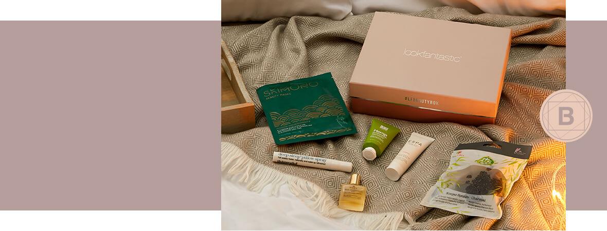 la bellissima beauty box su un morbido letto