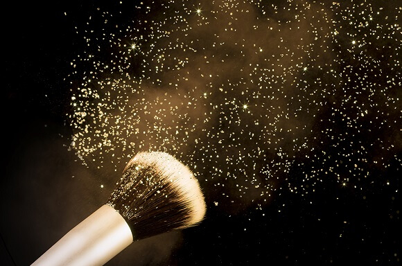 The Perfect Glitter Eyeshadow Look For The Holidays