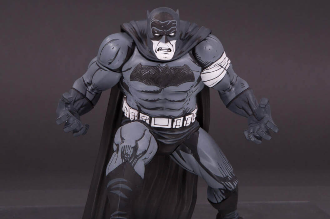 BATMAN BLACK AND WHITE BATMAN BY KLAUS JANSON STATUE - 16CM